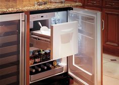 Discover the latest in compact refrigerator features and styling made possible by Monogram. Find the perfect compact refrigerator for your kitchen! Undercounter Refrigerator, Compact Refrigerator, Compact Kitchen, Wine Refrigerator, Wine Fridge, Small Fridge Freezer, Cabin Coffee, Coffee Corner, Drinks Fridge