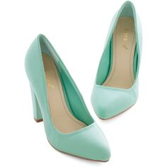 ModCloth Pastel Now Introducing Heel (45 CAD) ❤ liked on Polyvore featuring shoes, pumps, heels, sapatos, mint, pump heel, prom shoes, pastel pumps, mint pumps e pointed toe shoes