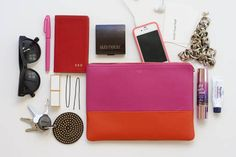 What's in your bag? I think I'll do this over the weekend, talk about a downsize, I love it!