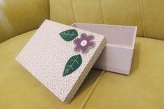 Caixa de MDF forrada com tecido 100% algodão.