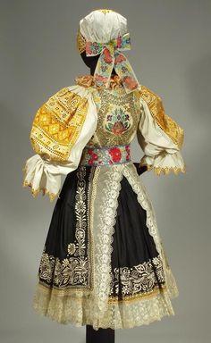 Folk Clothing, Clothing And Textile, Folk Fashion, Ethnic Fashion, Historical Costume, Historical Clothing, European Costumes, Costumes Around The World, Ethnic Dress