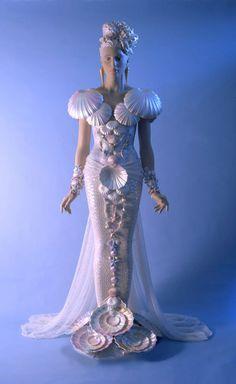 Another Seashell Wedding Dress by Ellen Rixford Studio. Seashell Wedding, Seashell Art, Mermaid Wedding, Fashion Images, Fashion Art, Fashion Design, Seashell Bikinis, Sea Dress, Stunning Wedding Dresses