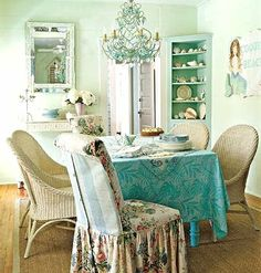 love, love, love this room    A dining room by designer Tracey Rapisardi who I will feature next month! Via My Home Ideas. And check out more Slipcovered Furniture!