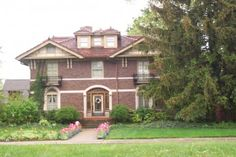 These are some pictures of Detroit houses I took a few years ago. Detroit has a rich history of architectural masterpieces that you don't find in homes of today. Detroit Houses, Victorian Houses, Old Houses, Homes, Mansions, Architecture, House Styles, City, Pictures