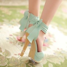 Trendy High Heels For You : Mint bow heels Dream Shoes, Crazy Shoes, Me Too Shoes, Bow Heels, Cute Heels, Classy Heels, Pretty Shoes, Beautiful Shoes, Wedding Shoes