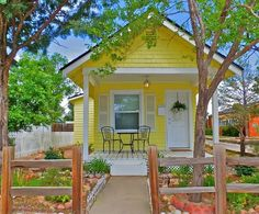 Little Yellow Cottage Vacation Rental in Colorado Springs Photo