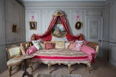 A House Romance: Elise Valdorcia, Artist and Decorator Interior Decorating, Interior Design, World Of Interiors, Beautiful Bedrooms, Romantic Bedrooms, Fashion Room, Luxury Interior, Interior Inspiration, Painted Furniture