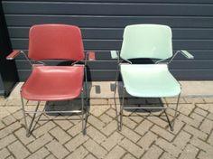 Gebruikte stapel stoelen - € 5,00