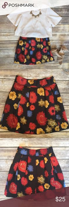 H&M Floral Skirt🍂 This skirt is so cute!! In EUC 😍Made with thick, sturdy material. 🍂Perfect for back to school, work or even a fall wedding. A great addition to your fall wardrobe!🍁 It has a zipper back And two clasps. I believe there was a hidden button at one point but I'm not quite sure where it went. It says size 8 but it runs small; no stretch. I usually wear a size 4 and this is too tight for me. However, H&M can run smaller than other brands. H&M Skirts Mini