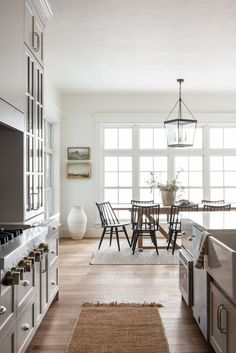 Timeless Dining Room & Kitchen Design - - Transitional, textured, and character-filled. Design Living Room, Kitchen Room Design, Dining Room Design, Kitchen Decor, Room Kitchen, Kitchen Ideas, Eat In Kitchen, Kitchen Cabinets, Eclectic Kitchen