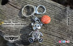 "Keyring ""Teddy"" with snap button holder. A unique and sweet keyring for all ages and genders. Personalized Items, Button, Unique, Sweet, Fashion Jewelry, Scarves, Handbags, Leather, Candy"
