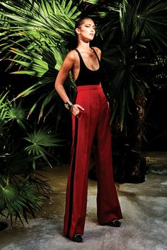 Bella Hadid photographed by Chris Colls for Vogue Mexico July 2018 Stylist: Valentina Collado de Rojas Hair: Esther Langham Makeup: Fulvia Farolfi Chic Outfits, Summer Outfits, Fashion Outfits, New Fashion, Fashion Looks, Silvester Outfit, Looks Jeans, Mode Editorials, Outfits Mujer