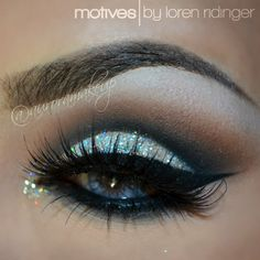 This sultry neutral eye shadow accentuates the lids with pearly white glitters for an ultimately dramatic look. This look is perfect for date night or any formal evening. Prom make up Glitter Eye Makeup, Eye Makeup Tips, Makeup Goals, Makeup Inspo, Makeup Inspiration, Hair Makeup, Makeup Ideas, Prom Makeup, 2017 Makeup