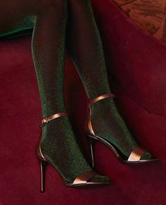 Tips for Buying Tights, Pantyhose and Other Legwear Online Pantyhosed Legs, Mode Shoes, Socks And Heels, Shoes Heels, Moda Vintage, Black High Heels, Black Boots, Mode Outfits, Underwear