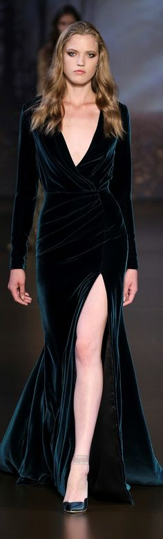 Ralph & Russo Couture, fall 2016. Love velvet dresses. They're classy and perfect for fall/winter events. I'm loving this look. Sexy and sultry. Grrr