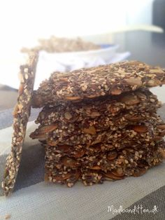 healthy snacks - Delicious chia crackers grainfree, glutenfree, egg free, low carb and paleo > MyCopenhagenKitchen com Gluten Free Snacks, Healthy Snacks, Bread Bun, Crackers, Sandwiches, Bread Baking, Food Inspiration, Love Food, Real Food Recipes