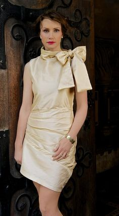 Exclusive Light Brown Bow Dress Size: 10 Model: Yvonne Baum Photography: PixBeat Photo