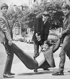 Beatles Band, Beatles Love, Les Beatles, Beatles Photos, Beatles Radio, Beatles Guitar, George Harrison, Paul Mccartney Bass, Lennon And Mccartney
