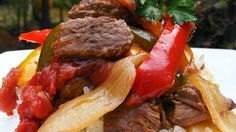 Tasty strips of sirloin are seasoned with garlic powder, then slow cooked with onion, green pepper, and stewed tomatoes for this easy and comforting dinner.