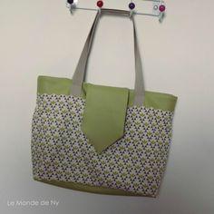Sac Madison en simili vert et toile de coton imprimée Kokka cousu par Le Monde de Ny. - Patron de couture Sacôtin.