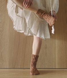 Socken über Socken {Modelle und Garne}   Maschenfein :: Strickblog Knitting Books, Crochet Books, Knitting For Kids, Free Knitting, Knitting Projects, Sweater Knitting Patterns, Crochet Blanket Patterns, Yarn Shop, Hand Embroidery Patterns
