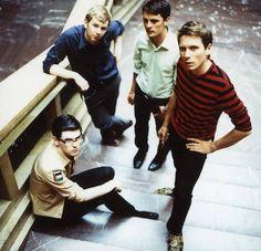 Franz Ferdinand Band Lead singer: Alex Kapranos (2002–) Members: Alex Kapranos, Nicholas McCarthy, Paul Thomson, Bob Hardy