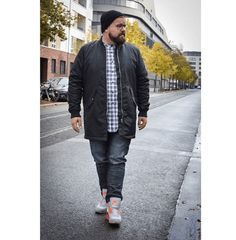 Wear a lace cardigan today! See how a lace cardigan can give your added appeal right here. Chubby Men Fashion, Large Men Fashion, Cheap Mens Fashion, Men's Fashion, Fashion Guide, Fashion Ideas, Sweat Shirt, T Shirt Polo, Streetwear Men