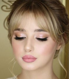 Bangs and a beautiful make-up- Pony und einen schönen make-up Bangs and a beautiful make-up - Bridal Makeup Looks, Wedding Hair And Makeup, Pretty Makeup, Indian Makeup Looks, Day Makeup Looks, Best Wedding Makeup, Perfect Makeup, Make Up Looks, Bride Makeup Natural