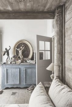 A gorgeous balance of a blue-grey tone with the warmer, linen/flax colored greys. Fabulous juxtaposition
