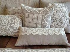 Pair of Linen Pillow covers with Vintage Crochet Doilies X Linen Pillow with Vintage Crochet Doily Mais Shabby chic Crochet Cushions, Sewing Pillows, Linen Pillows, Diy Pillows, Decorative Pillows, Throw Pillows, Crochet Pillow, Linen Fabric, Crochet Vintage