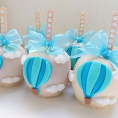 Baby Shower Deco, Baby Shower Balloons, Baby Boy Shower, Hot Air Balloon Cake, 1st Birthday Pictures, Candy Apples, Childrens Party, Balloon Decorations, Christening