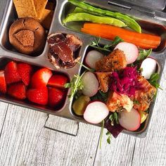 A beautiful lunch by @wellnourishedlunchbox!  #planetbox #lunchbox…
