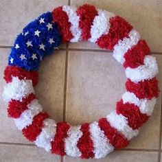 Use artificial carnations from the dollar store to make this patriotic flag wreath. #July_4 #Memorial_Day #Wreath