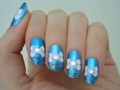 Ida-Marian kynnet / Blue polish with white bows / #Nails #Nailart