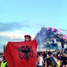 Albanian girl, Albanian flag