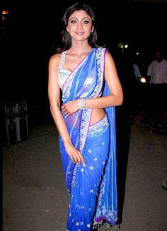 Looking to buy a Blue Saree online? Here is our guide to help you buy an awesome blue saree online. Checkout the best Blue Sarees collection here now! Bollywood Sarees Online, Indian Sarees Online, Fancy Sarees, Party Wear Sarees, Shilpa Shetty Saree, Indian Actress Images, Indian Actresses, Indian Bridal Outfits, Pakistani Girl