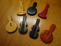 ButtonArtMuseum.com - Lot 7 Vintage Realistic Old Plastic Buttons Musical Them 914