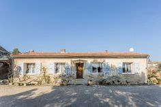 Village property for sale in Cabrières d'Avignon, Janssens Immobilier Provence Provence, Reception Activities, Surface Area, Old Buildings, Real Estate Marketing, Property For Sale, Swimming Pools, Living Spaces, Villa
