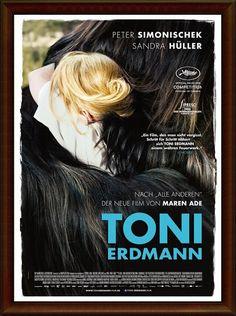 顛父人生Toni Erdmann 2016   愛在心裡口難開這位爸爸以幽默感表達心意    雨木電影指標  電影  這是一部父女關係的德國劇情片描述一位獨居的父親他有一個駐派外地工作的女兒倆人聚少離多他決定偷偷的從德國跑去羅馬尼亞給女兒大驚喜女兒的生活幾乎都在忙工作的事情這份驚喜是父親也是不速之客雖然她願意但只能勉強抽空陪伴父親逗留幾天便搭機返回德國女兒回到她工作工作再工作的生活不過她遇到怪事無論在工作場合或朋友聚會冒出一個樣貌稍有喬裝自稱德國駐羅馬尼亞大使說話愛開玩笑的男人她的主管客戶朋友也都注意到這位陌生人她發現這個男人不是別人竟然是瞞她回德國其實沒回去的父親想盡辦法以假身分參與女兒的生活遇到人發生事女兒漸漸明白自己被工作吞噬的生活也許該有一塊小天地保留給她的父親  'Toni Erdmann'由Sandra Hüller Peter Simonischek領銜主演Maren…