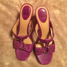 """Authentic women's FRYE platform sandals """"Gerry"""" Beautiful mulberry colored leather and wood sandals. 4.5 inch heel. Brand new. Frye Shoes Sandals"""