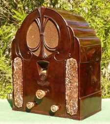 Art Deco Bakelite Radio (1932) - General Electric