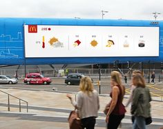 McDonald's : Weather-Reactive Outdoor I Agence : Leo Burnett, Londres, Royaume-Uni (avril Out Of Home Advertising, Advertising Campaign, Weather Icons, Weather Forecast, Mcdonalds, Communication, Portfolio Book, Street Marketing, Guerrilla
