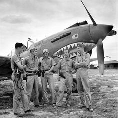 American pilots of the First American Volunteer Group, nicknamed the Flying Tigers, in front of a Warhawk fighter aircraft, Ww2 Aircraft, Fighter Aircraft, Military Aircraft, Aircraft Photos, Fighter Pilot, Volunteer Groups, Ww2 Planes, Vintage Airplanes, Nose Art