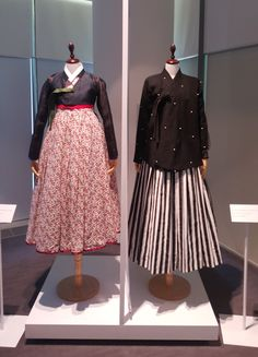 These hanboks for women were showcased at a special exhibit at Cheongwadae Sarangchae. These hanboks are from the and it is clear that the style is more westernized. Japan Fashion, Girl Fashion, Fashion Looks, Fashion Outfits, Womens Fashion, Fashion Design, Korean Traditional Dress, Traditional Fashion, Traditional Dresses