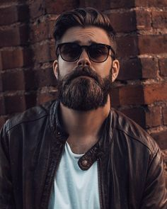 Ulje za bradu je apsolutni 'must' u dnevnoj rutini za njegovan izgled. Medium Beard Styles, Hair And Beard Styles, Beard Boy, Sexy Beard, Hipster Beard, Hipster Man, Mens Hairstyles With Beard, Haircuts For Men, Beard Images