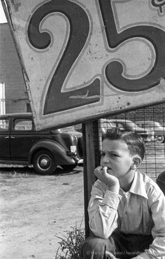 Boy in Parking Lot, 1950 - Harold Feinstein Photographer Photography Career, History Of Photography, Book Photography, Vintage Photography, Street Photography, New York School, Museum Of Modern Art, American, Belle Photo