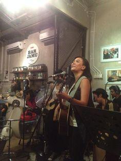 Oppie Andaresta. Penyanyi. Seniman dan Aktivis wanita