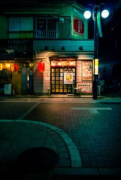 South America Travel Destination, Information, and Places to See Urban Photography, Night Photography, Street Photography, Aesthetic Japan, City Aesthetic, Dojo, New York State Parks, Bg Design, Japon Tokyo