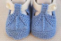 33 Ideas Baby Shoes For Girls Handmade Crochet Baby Shoes, Crochet Baby Booties, Crochet Slippers, Knit Crochet, Knitting For Kids, Baby Knitting Patterns, Knitting Socks, Baby Patterns, Baby Bootees