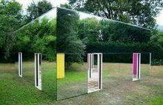 A real House of Mirrors ! House Of Mirrors, Mirror Walls, Mirror Mirror, Unusual Homes, Wtf Fun Facts, Epic Facts, Random Facts, Mind Blown, Installation Art